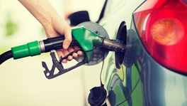 Supermarkets cut diesel cost to below £1 a litre